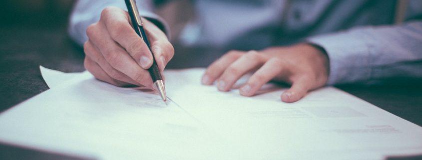 Skriver anteckningar, taking notes